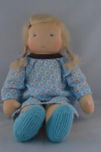 Lijs blonde vlechtjes blauw jurkje